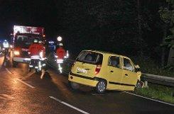 Trotz Regens ist ein Führerscheinneuling zwischen Kleinbottwar und Steinheim zu schnell unterwegs, gerät in den Gegenverkehr und stößt frontal mit dem Auto einer 19-Jährigen zusammen. Die junge Frau wird bei dem Unfall schwer verletzt. Foto: Friebe PR