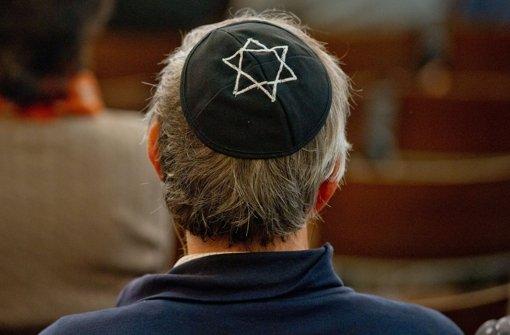 Rabbiner rät bei Gefahr von Kippa ab