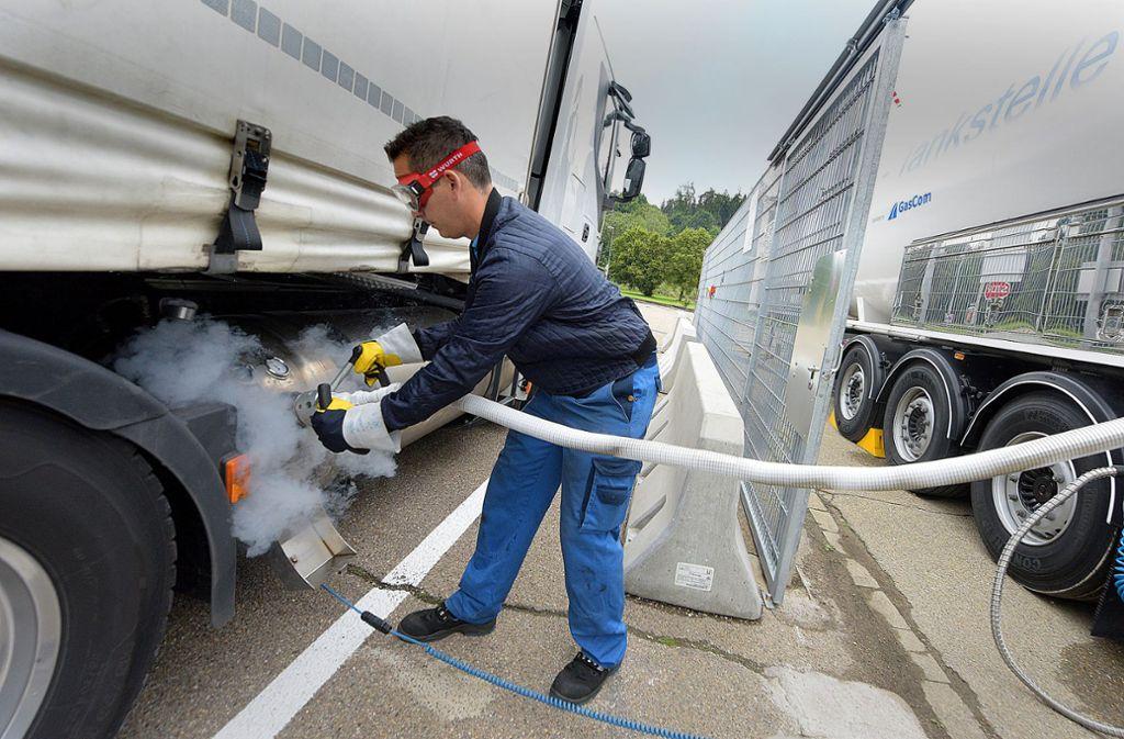 Protest der Güterbahnen: Brandbriefe gegen die Förderung von Gas-Lkw