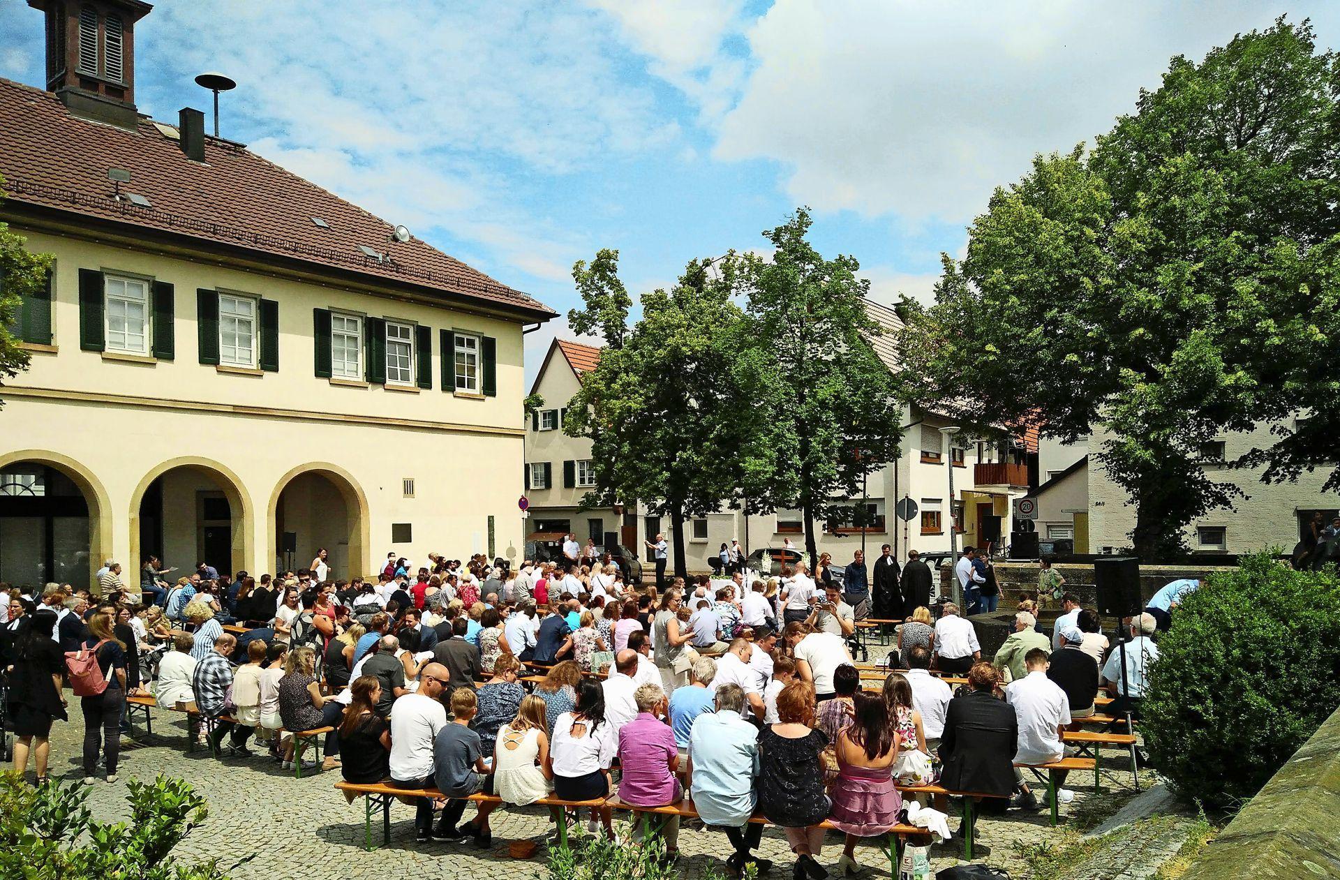 Leonberg Eltingen 22 Kinder Empfangen Gemeinsam Die Taufe
