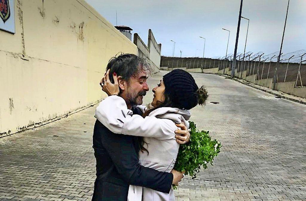 Deniz Yücel Aus Haft Entlassen Der Heimreise Steht Nichts Im Weg