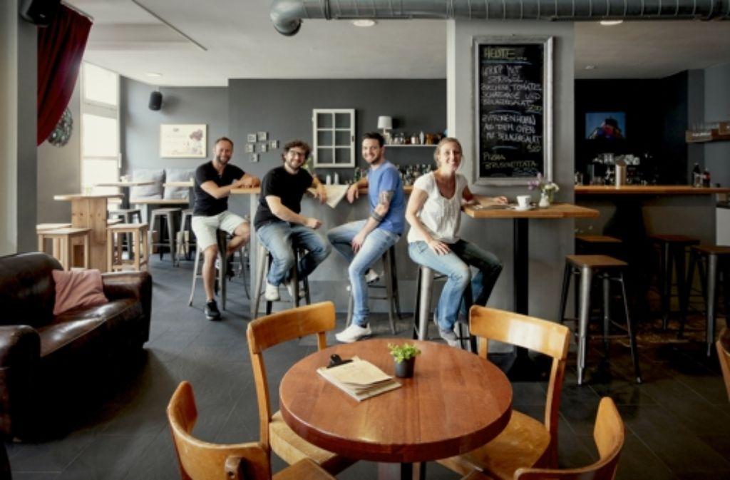 Ausnahmsweise Vor Der Bar Das Team Des Hinz Und Kunz Foto Factum Granville
