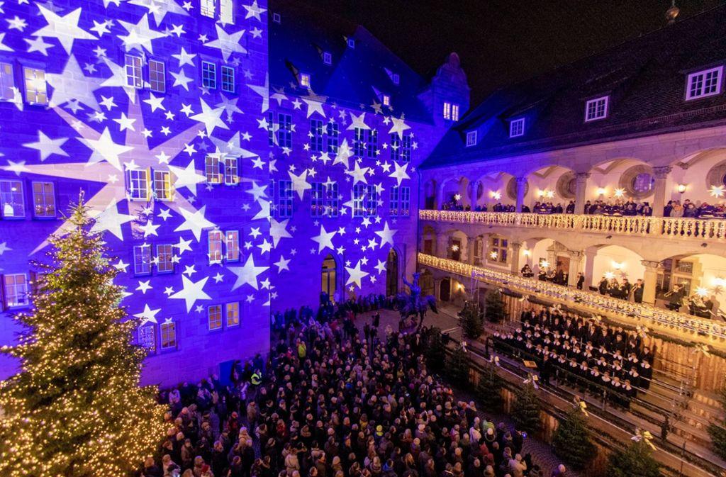 Stuttgart Weihnachtsmarkt.Stuttgarter Weihnachtsmarkt Eroffnet 26 Tage Fur Gluhwein