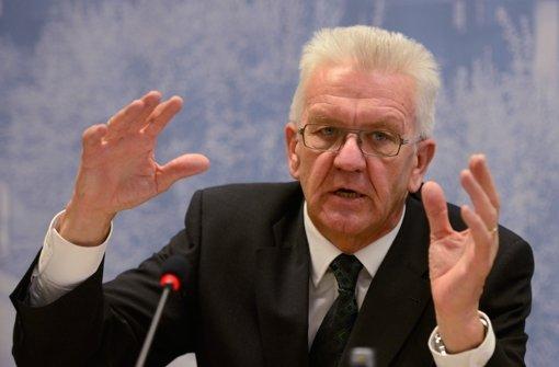 Ministerpräsident Winfried Kretschmann  erwägt, eventuell einen Teil der Mehrkosten zu tragen. Foto: dapd