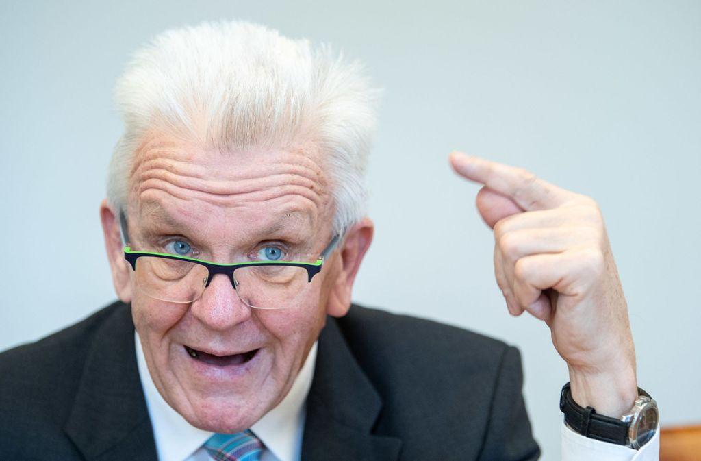 Kretschmann zum Verkehr: Das Auto wird sich stärker verändern als in 100  Jahren zuvor - Baden-Württemberg - Stuttgarter Zeitung